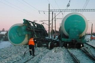 На станции Ружино сошел с рельсов поезд цистернами нефти