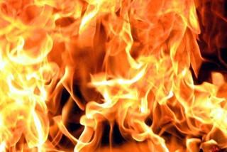 В Уссурийске из пожара спасли женщину