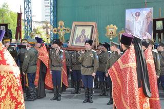 Более 500 человек стали участниками молебна перед иконой «Неупиваемая Чаша» на площади в Уссурийске