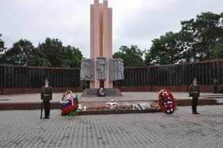 На площади Победы почтили память погибших в ВОВ