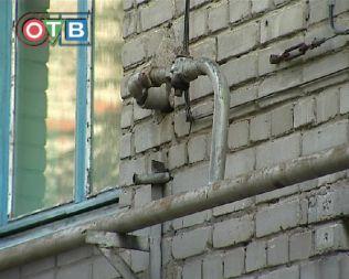 Словно на пороховой бочке приходится жить людям одного из домов Уссурийска
