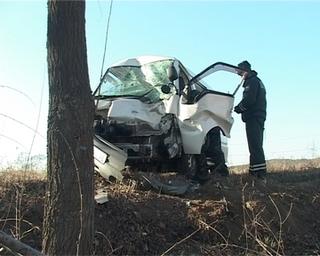 Водитель микроавтобуса не справился с управлением: пострадал пассажир